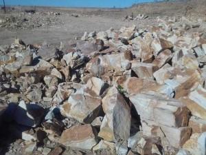 Камень бутовый Бело-жёлтый крупногабаритный (навалом)